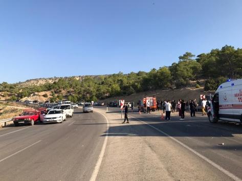 Mersinde askerleri taşıyan otobüs devrildi