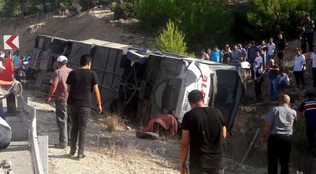 Mersinde askerleri taşıyan otobüs kaza yaptı: 4 şehit