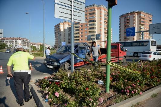 Eskişehirde minibüsle çarpışan otomobilin sürücüsü öldü