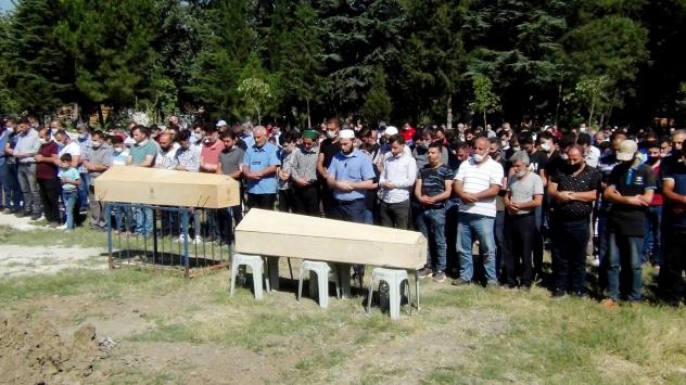 İznik Gölünde boğulan amca ile yeğeninin cenazeleri toprağa verildi