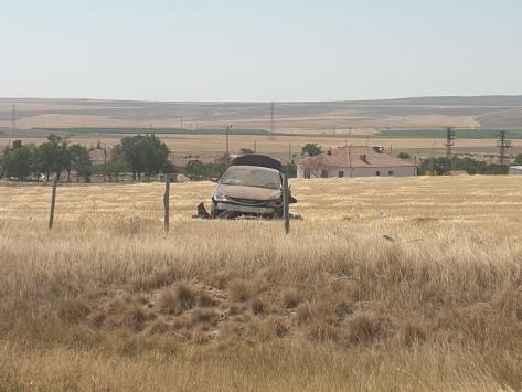 Konyada yoldan çıkan otomobildeki yabancı uyruklu 2 kişi yaralandı