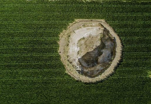 Ekili tarlalarda oluşan obruklar, havadan görüntülendi