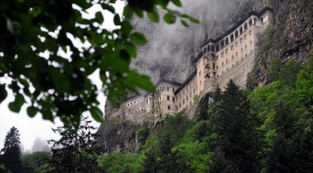 Trabzondaki Ayasofya Camii ve Sümela Manastırı yarın ziyarete açılıyor