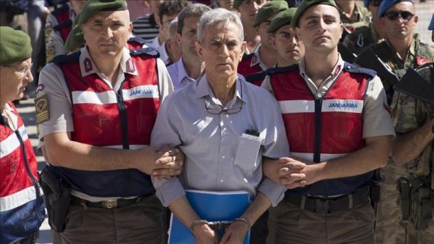 Akın Öztürkün emir astsubayına FETÖ üyeliğinden hapis