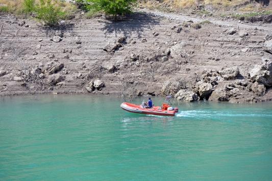 Kayıp Dokunun bulunması için Uzunçayır Baraj Gölünün kısmen boşaltılması çalışmaları sürüyor