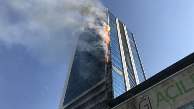 Ankara Söğütözü'nde iş merkezinde yangın