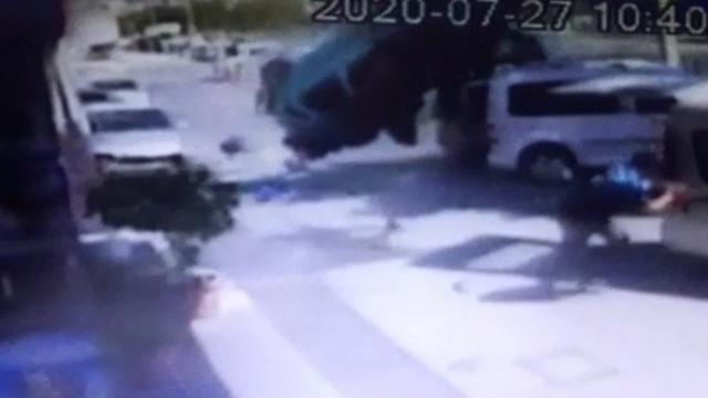 İzmir'de defalarca takla atan otomobil 8 araca çarptı