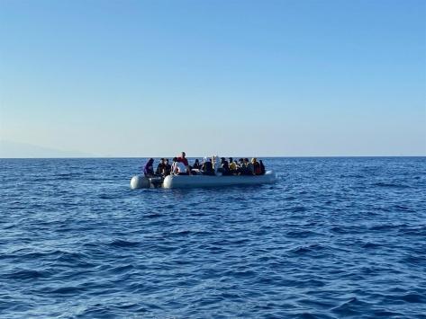 Türk kara sularına itilen 43 sığınmacı kurtarıldı