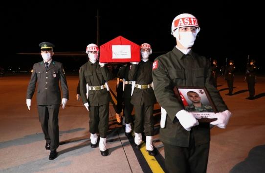 Mersinde devrilen otobüste şehit olan er Caner Mayendağının cenazesi Samsuna getirildi