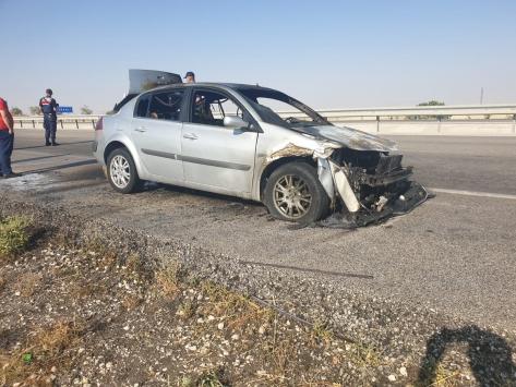 Konyada seyir halindeki otomobil yandı