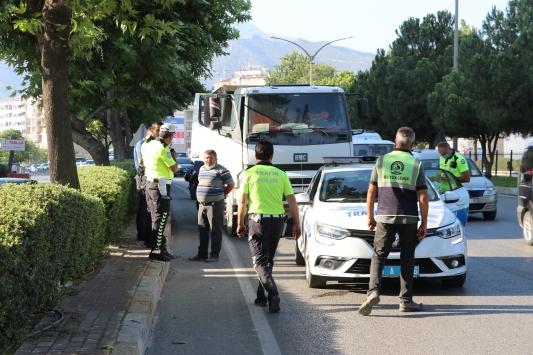 Sahte plakayla kaçmaya çalışan hafriyat kamyonu şoförüne 11 bin lira ceza