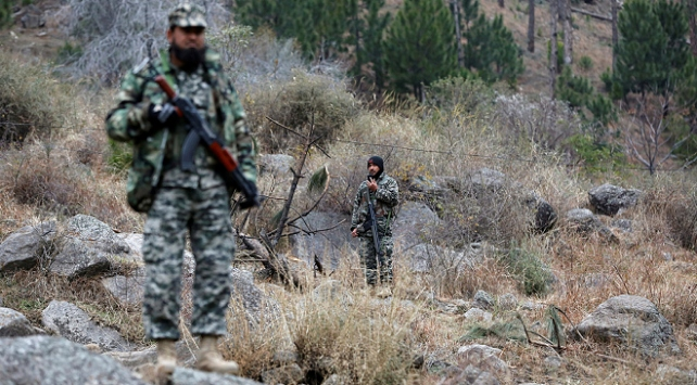 Pakistanda militanlarla çıkan çatışmada 5 güvenlik görevlisi öldü