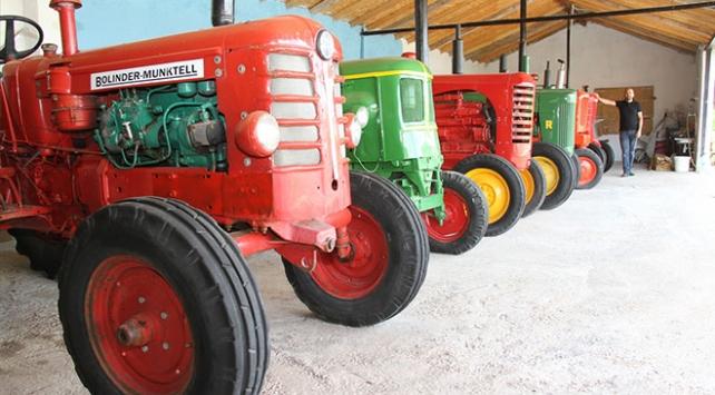 13 nostaljik traktörden oluşan koleksiyon dikkat çekiyor