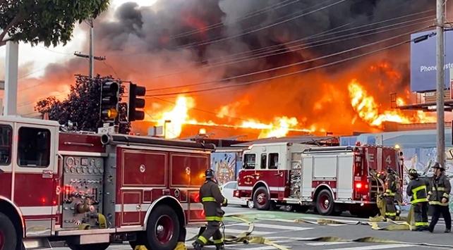 ABDde iş yerinde çıkan yangın 5 binaya daha sıçradı