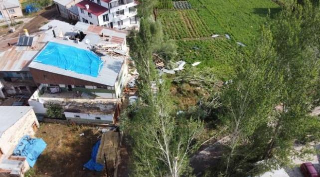 Bayburtta şiddetli rüzgar ve hortum hasara yol açtı