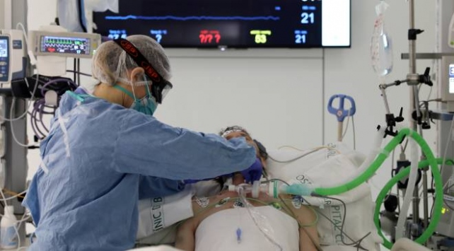 İranda 6 binden fazla sağlık çalışanı koronavirüse yakalandı