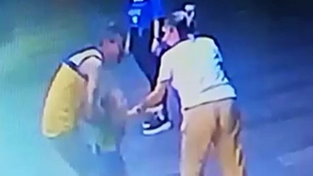 Kucağına aldığı çocuğu annesi gelince bırakan şüpheli tutuklandı