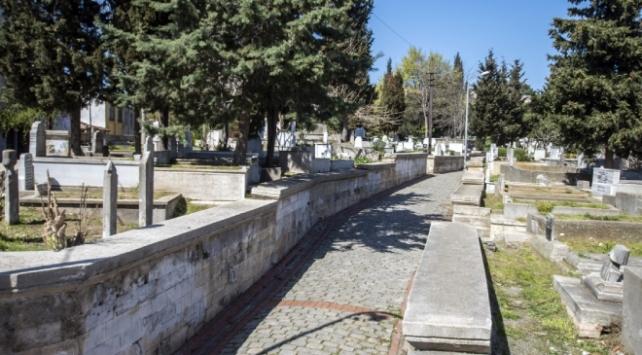 Düzcede toplu mezarlık ziyaretleri ve bayramlaşmalar yasaklandı