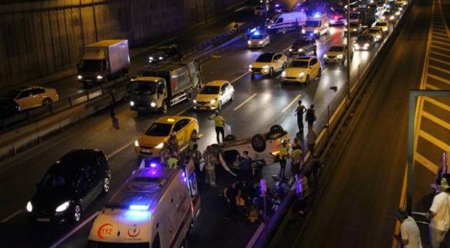 Zeytinburnunda zincirleme trafik kazası: 1i ağır 4 kişi yaralandı