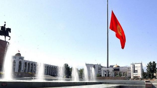 Kırgızistanda koronavirüs salgınında yaşamını yitirenler anılıyor