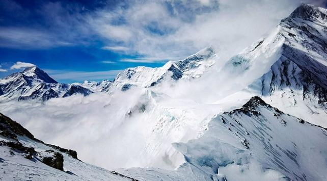 Everest 4,5 ay sonra dağcılara açılıyor