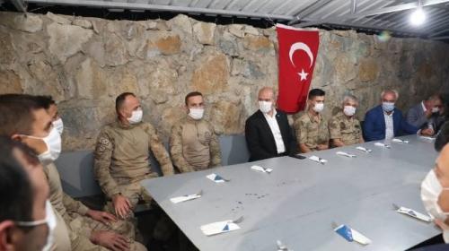 Bakan Soylu, Şırnak'ta askerlerin bayramını kutladı