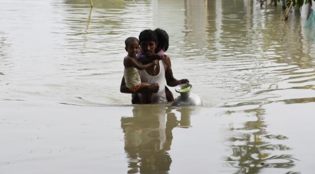 Hindistanı vuran sel felaketinde can kaybı 158e yükseldi