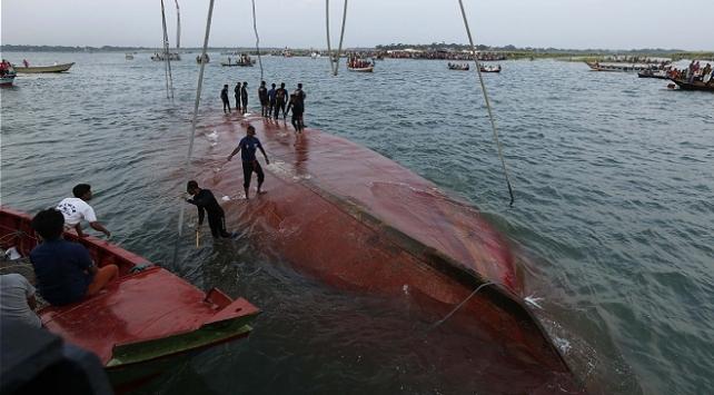 Tanzanyada yolcu taşıyan feribot battı: 10 ölü