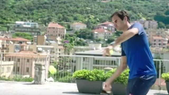 Terasta tenis maçı yapan komşulara Federer sürprizi