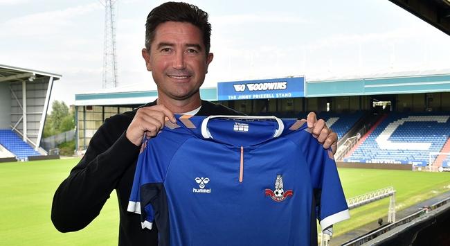 Harry Kewell Oldham Athleticin teknik direktörü oldu