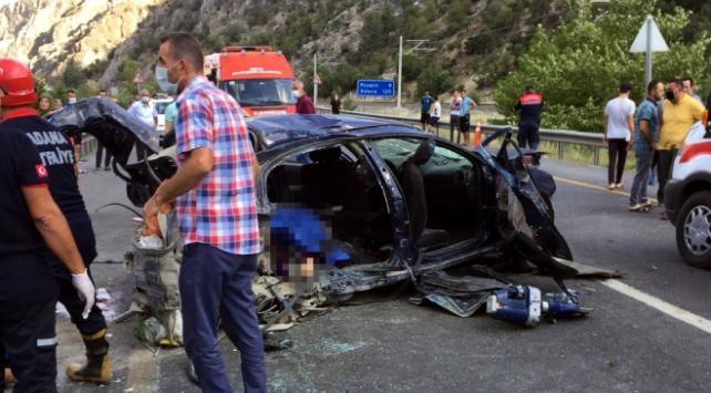 Adanada otomobil ve midibüs çarpıştı: 4 ölü, 2 yaralı