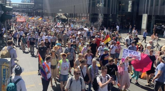 Almanyada 17 bin kişinin katılımıyla COVID-19 protestosu