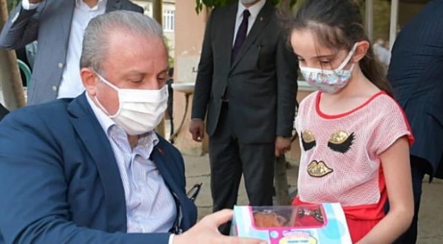 TBMM Başkanı Şentoptan çocuklara bayram hediyesi