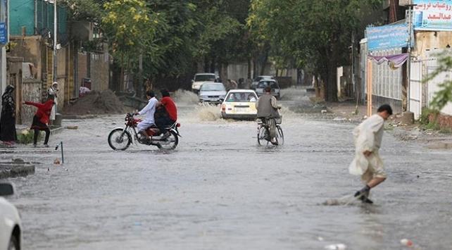 Afganistanda sel nedeniyle 16 kişi hayatını kaybetti