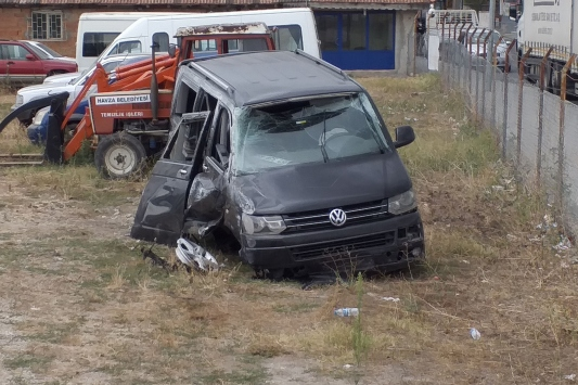 Samsunda minibüs devrildi: 12 yaralı