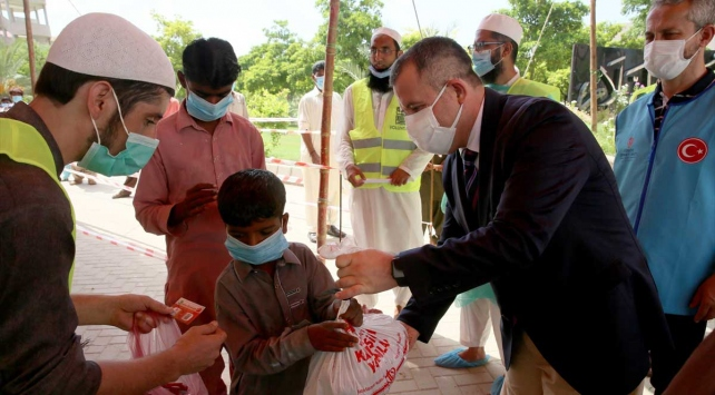Pakistanda kurban hisseleri ihtiyaç sahiplerine ulaştırıldı