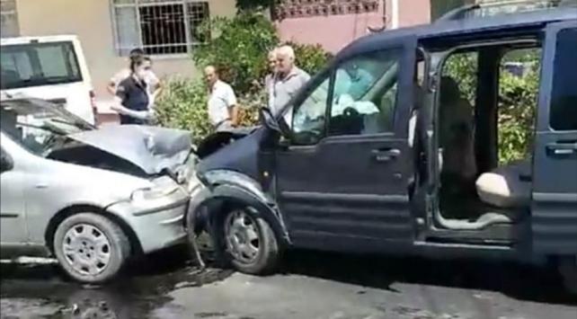 Aydında otomobil ile hafif ticari araç çarpıştı: 12 yaralı