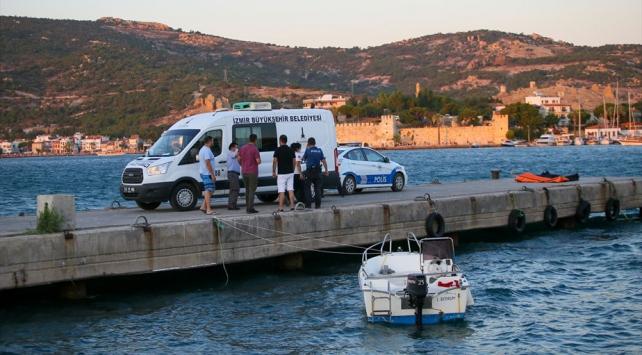 İzmirde gezi teknesi battı: 4 ölü