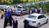 Otomobil park halindeki iki araca çarptı: 10 yaralı