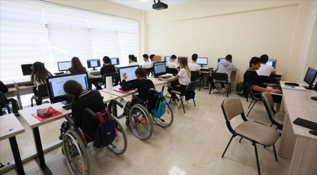 """Türkiyenin ilk """"Engelliler İçin Destek Programı"""" açıldı"""