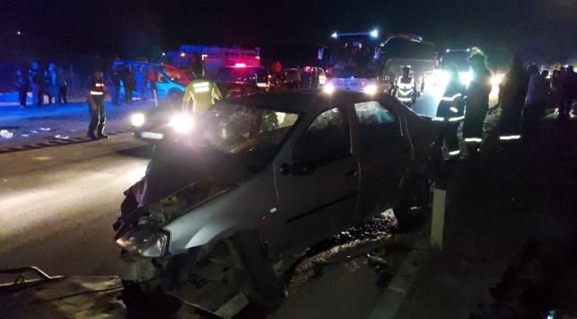 Amasyada otomobil ile hafif ticari araç çarpıştı: 9 yaralı