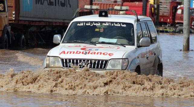 Yemende sel 17 can aldı