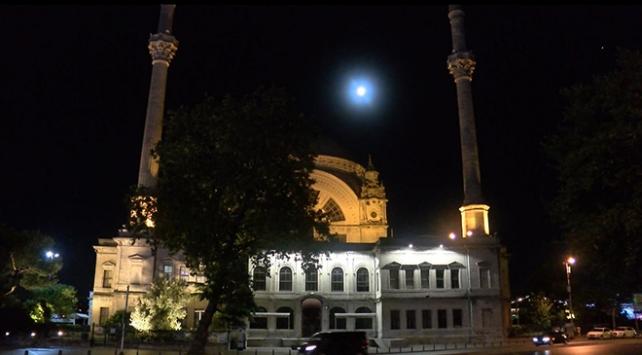 İstanbulda dolunay manzarası mest etti