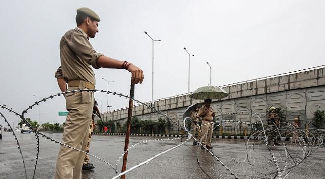 Cammu Keşmirde sokağa çıkma yasağı ilan edildi