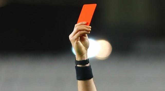Kasıtlı öksüren futbolcuya kırmızı kart