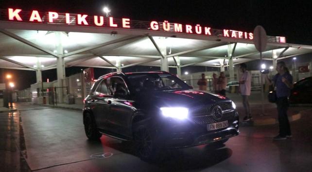 Bulgaristanda göstericiler yolu kapattı, gurbetçiler saatlerce sınırda bekledi