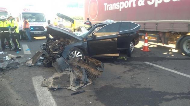 Boluda otomobil tırın altına girdi: 3 ölü, 1 yaralı