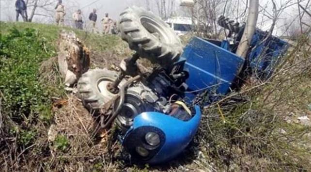 Siirtte tarım aracı devrildi: 10 yaralı