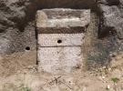 1800 yıllık yazıtta defineci tahribatı