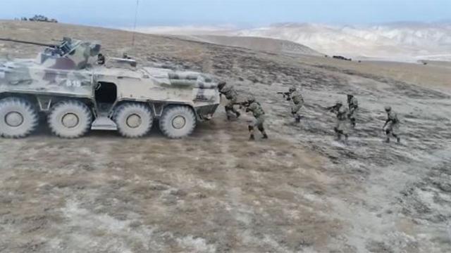 Ortak tatbikatta helikopter ve zırhlı araçlarla operasyon